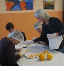 Preparazione di frutta e verdura per gli estratti